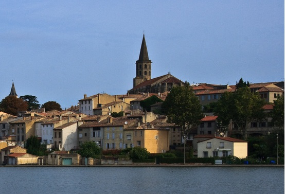 Castelnaudary : global view from the canal of Midi