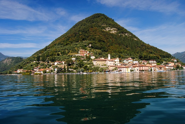 Monte Isola : An island in the centre of Lake Iseo